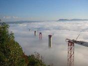 Bulutların arasındaki köprü